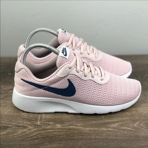 NEW Nike Tanjun